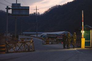 포격 견뎌낸 한국 경제, 추가 도발 땐 초대형 악재