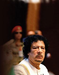 카다피, 당신 엄청 떨고 있지?
