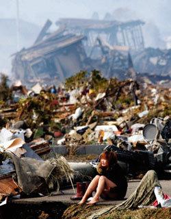 지진과 쓰나미 휩쓴 자리 희망을 키우고 있었다