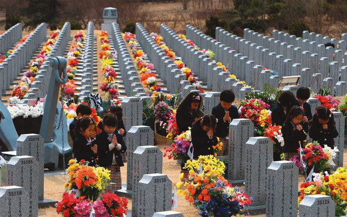 천안함 46용사여, 당신들을 기억합니다