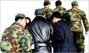 '기강열외' 한국군을 어쩌나