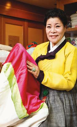 """한복연구가 박술녀의 27년 한복 인생 """"한 땀 한 땀 고달파도 옷맵시 나는 한복 인류 문화유산이죠"""""""