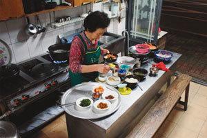 소박한 국밥 한 그릇 고향의 情 듬뿍 먹다