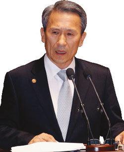 """""""정치 열외"""" 김관진式 파격 인사"""