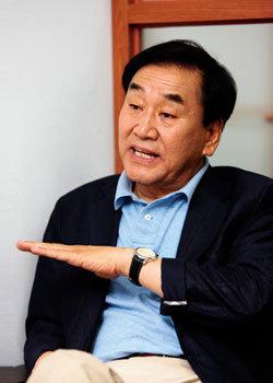 """""""당권 잡은 친박, 권력과 오만의 정점에 있다"""""""