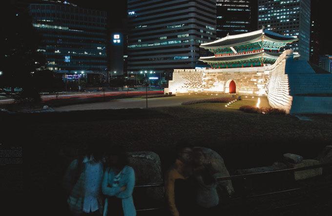 위풍당당 서울 숭례문