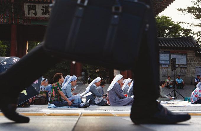 거리로 나선 수녀의 소망