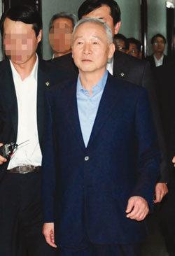 원치 않은 남재준의 '오버 행진'?