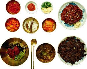 한 그릇에 담아낸 조화와 전통