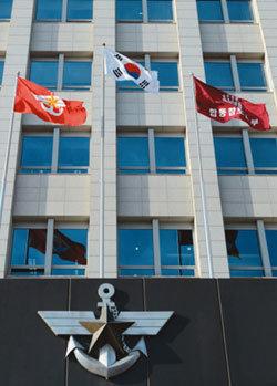 군부대에 중국산 태극기 휘날리고…