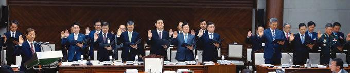 """""""조현천 기무사령관이 최경환 부총리 고교 후배였어?"""""""