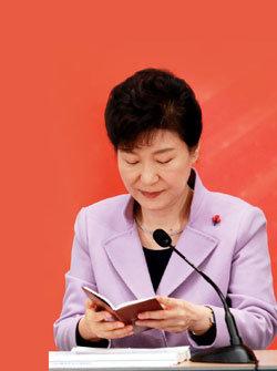 안에서 무너지는 박근혜 정부