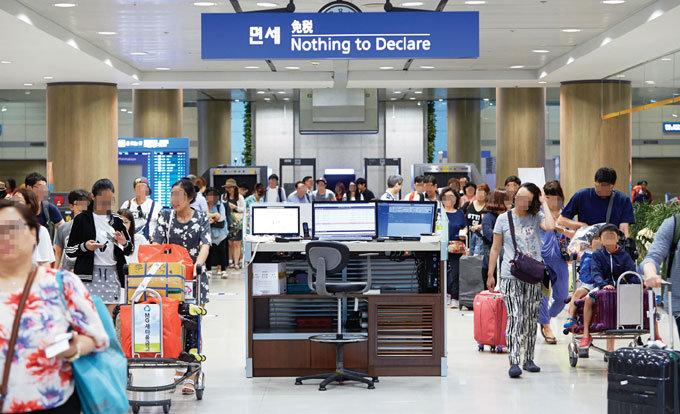 '창과 방패' 입국자 vs 공항세관