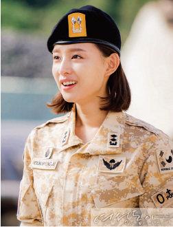 """""""군복 벗으니 더 예쁘지 말입니다"""" 김지원"""