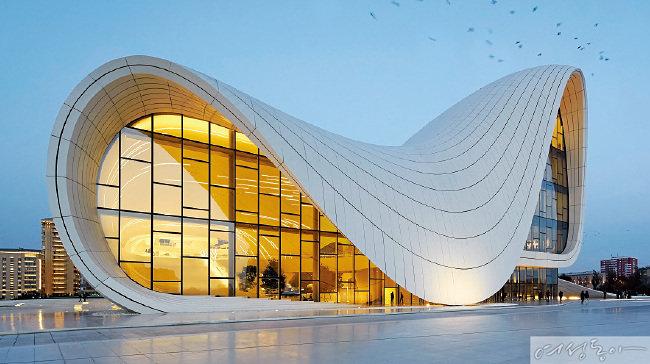 지구에 상상력을 선물하고 떠난 건축가 자하 하디드