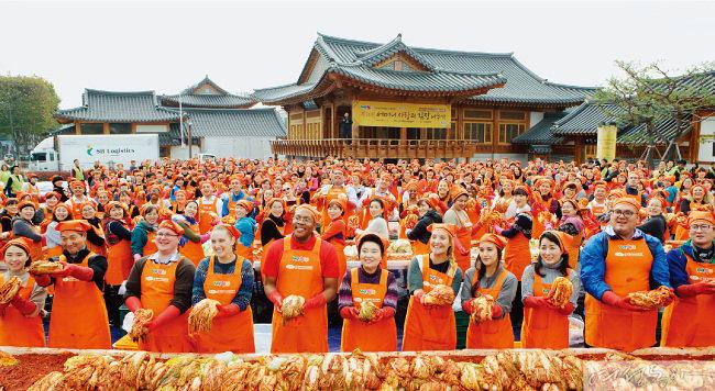 국제위러브유운동본부  '사랑의 김장' 담그던 날