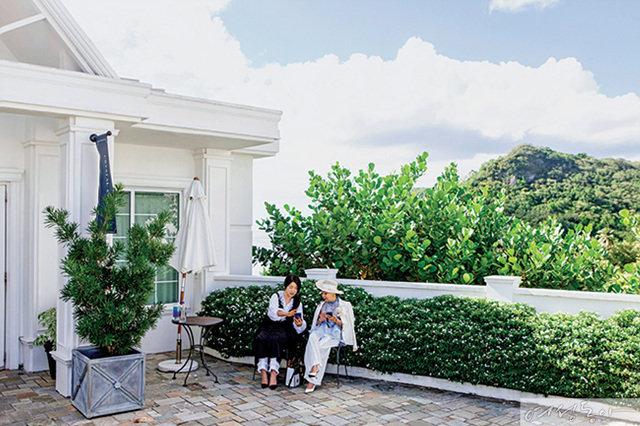 길에서도 쉬지 않았던 수미와  효재, 두 여자의 괌 여행기