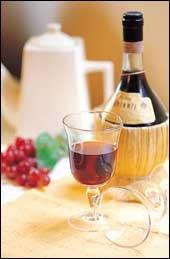 """""""와인에 따라 마시는 방법과 시기, 와인잔 모양까지 달라요."""""""