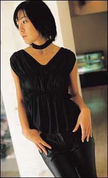 영화 에서 파격적인 노출연기 선보인 톱스타 김윤진