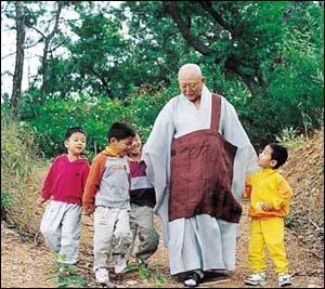 50여년간 불우아동 2백여명 돌봐온 천운스님의 따뜻한 삶