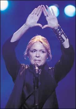 여성과 평화의 축제 '옴' 콘서트장의 뜨거운 열기 속으로!