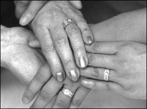 국내 처음 공개 결혼식 올린 레즈비언 커플 한미진·이주경