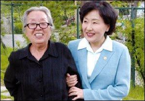 76세의 나이에 청계천 복원 운동 나선  작가 박경리