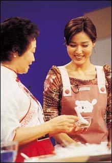 요리 프로그램 MC로 변신한 황현정과의 '맛있는' 대화