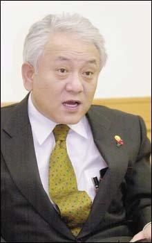 '아내 쿠타' 허위사실 유포한 교육공직자를 명예훼손 혐의로 고소한 김한길