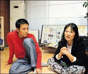 '듀스'의 김성재 사망 7주기 맞아 '의문과 한' 털어놓은 어머니와 동생