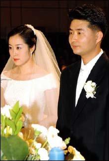 성탄절에 결혼식 치른 노무현 대통령 당선자 아들 노건호 배정민 부부