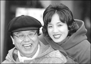 공개구혼 통해 속궁합 맞춘 후 재혼하는 시인·칼럼니스트 송현