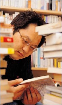 '헌책 수집가' 조희봉씨가 들려준  헌책방 순례의 숨겨진 즐거움