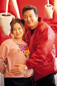 지각 결혼식 이후 3년 만에 임신 성공한 '늦깎이 아빠' 김형일