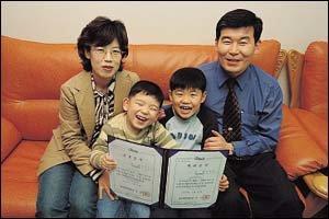 두 아이 엄마이자 회사원이면서 충북과학대학 수석 졸업한 억척주부 문옥이