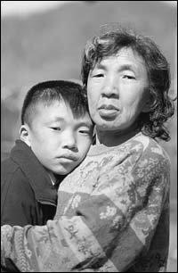 父 시각장애, 母 정신지체, 아들은 청각장애 앓는 구문이네 딱한 사연