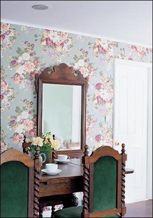 앤티크 거울로 공간에 표정 더하기