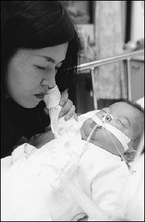 태어나면서부터 폐기형으로 패혈증 앓는 11개월 된 홍준수군의 사연