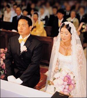 4년 열애 끝에 웨딩마치 울린 홍진경의 행복한 결혼식 풍경