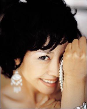 지수원이 제안하는 로맨틱 화이트룩 Lady in white