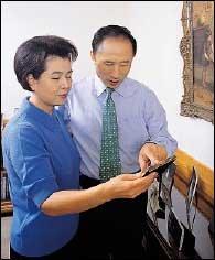 취임 1년만에 청계천 복원사업 시작하는 서울시장 이명박·김윤옥 부부