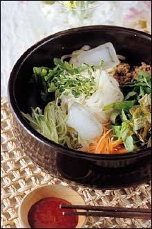 매콤, 새콤한 맛으로 더위 날리기 이열치열 비빔국수