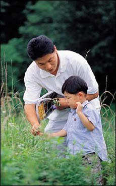 다섯살배기 아들 수빈이를 자연 속에서 키우는 아빠 이상권씨의 푸른 육아일기