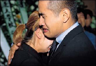 약혼자 아버지 장례식 참석 위해 1년5개월 만에 입국한 가수 유승준