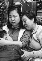 정신분열증 앓는 딸, 자폐증 손자 돌보며 생활고에 시달리는 한덕례 할머니의 고단한 삶