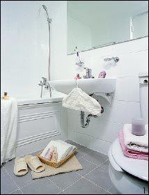 """""""묵은 때로 지저분했던 욕실이  단 하루 만에 깨끗해졌어요"""""""