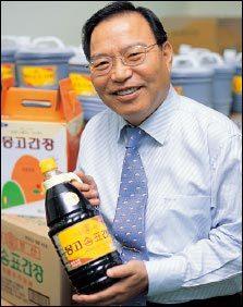 1백년간 대 이어 우리 고유의 장맛 지켜온 몽고식품 김만식 회장