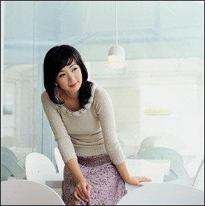 귀엽고 사랑스러운 여자 윤해영의 패션  뷰티 감각