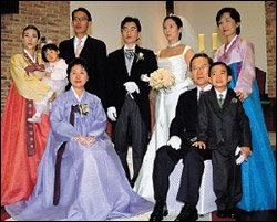 결혼 예복 빌려 입고 성당에서 조촐하게 결혼식 치른 이회창 전 한나라당 총재 차남 이수연