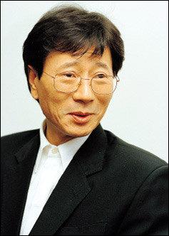 재일교포 사업가 부인과 결혼 5년 만에 이혼한 귀순가수 김용